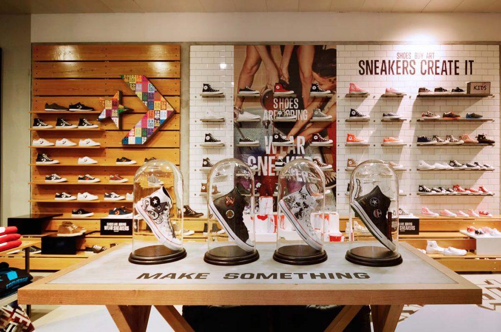 Diseño de interiores de tienda Converse