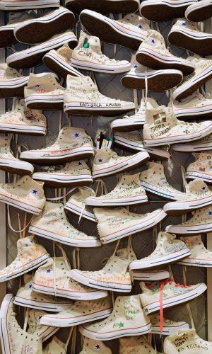 mural-zapatos-converse-creativo